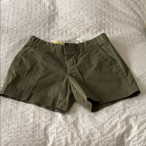 """Old Navy 5"""" Perfect Shorts - size 4"""